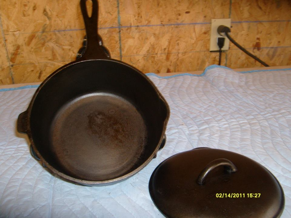 (4) BSR Red Mt 3 qt sauce pot, looped handle, heat ring with 3Q on bottom 01