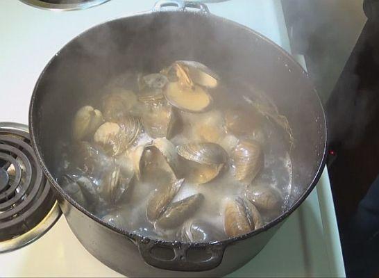 Steaming clams.jpg